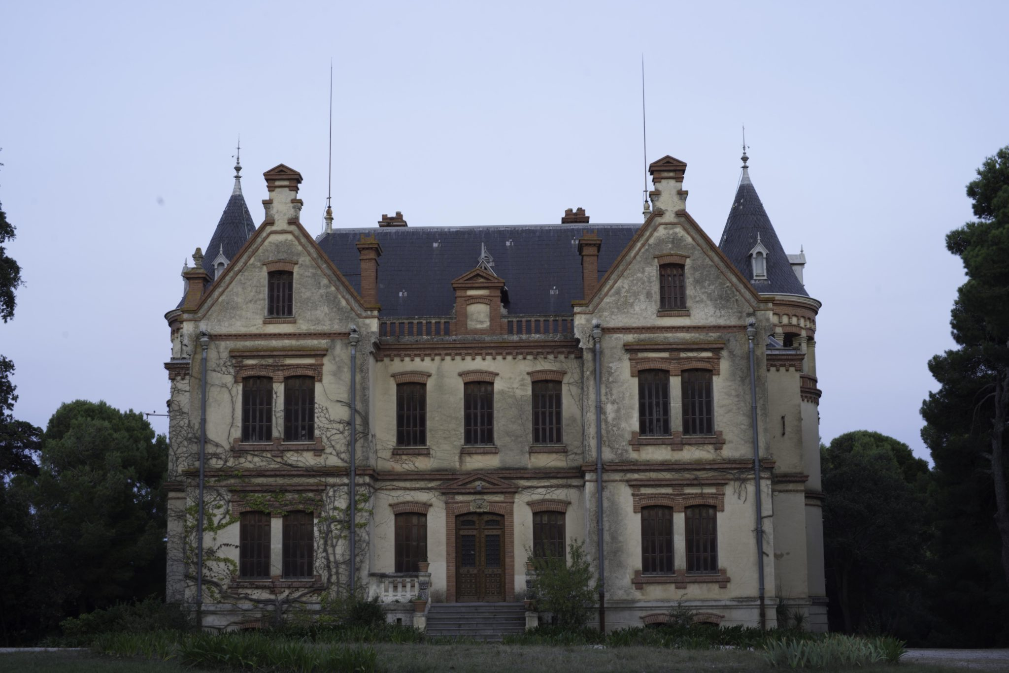 I Photographed at a 19th Century French Chateau at Night. This is What it Looks Like