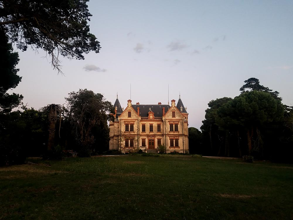 J'ai photographié au Château français de la nuit du 19ème siècle. C'est comme ça que ça ressemble